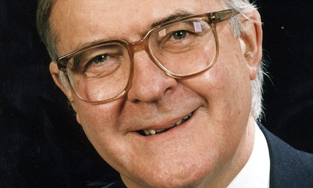 LORD BAKER: Brexit defeat in Commons will hand No10 keys to Labour