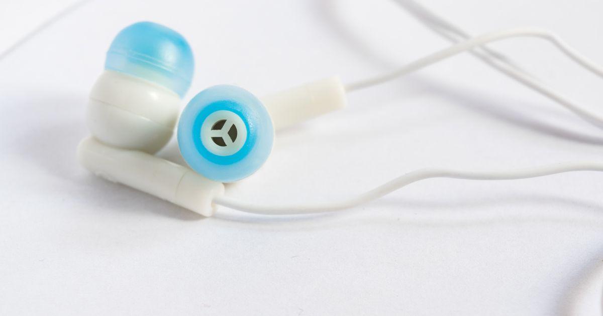 Boy dies because he fell asleep wearing his headphones