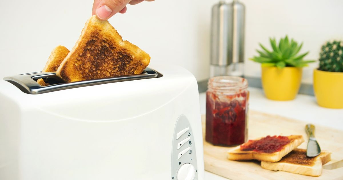 Hospital bosses issue poster telling staff how to make toast