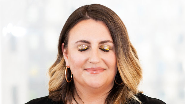 Even if You Don't Love Glitter, You'll Love This Gold Glittery Eye
