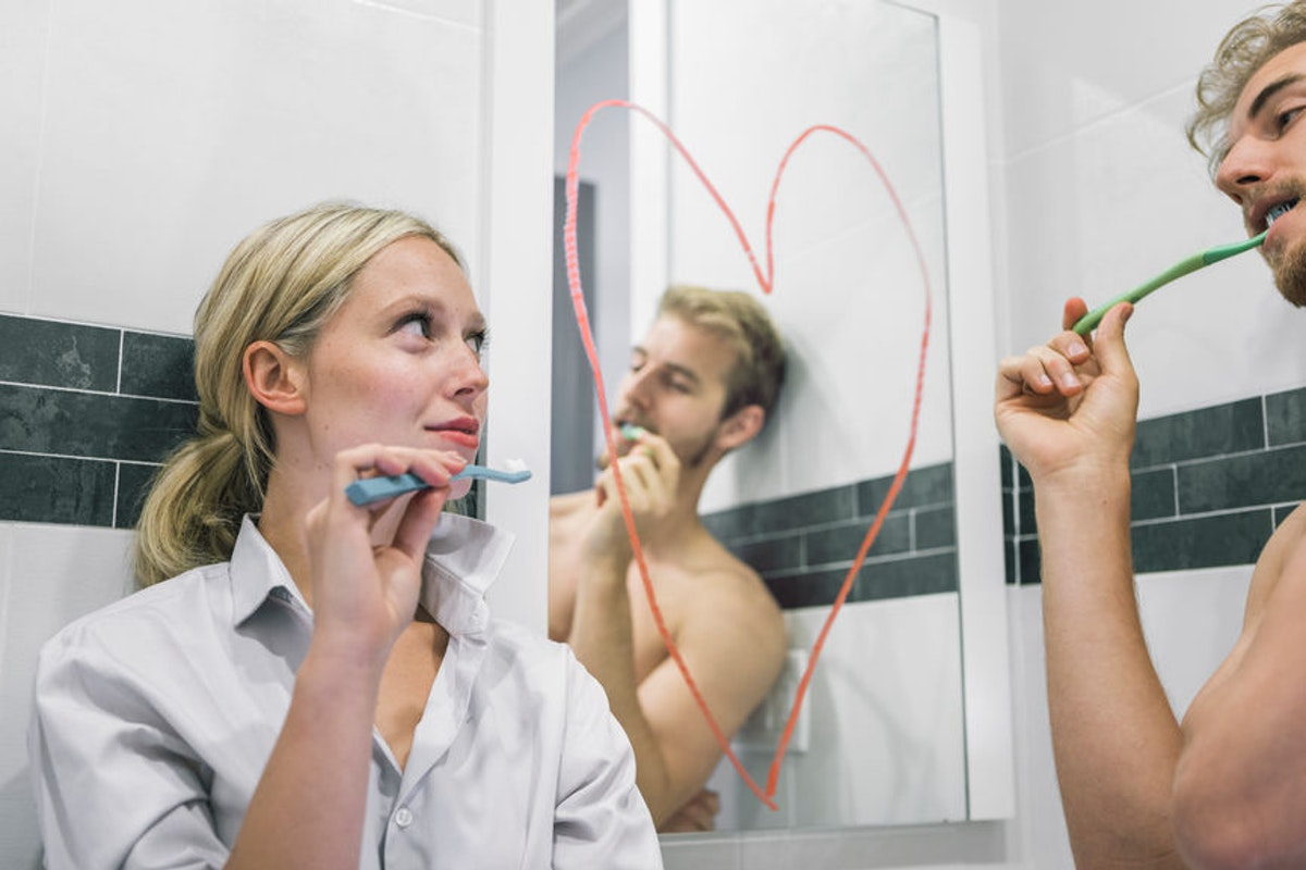 How Long Should You Date Before Leaving Stuff At Their Place? Here's What Experts Say