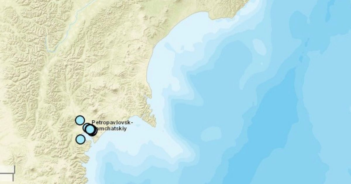 Tsunami alert after huge 7.8-magnitude earthquake rocks island off Russia