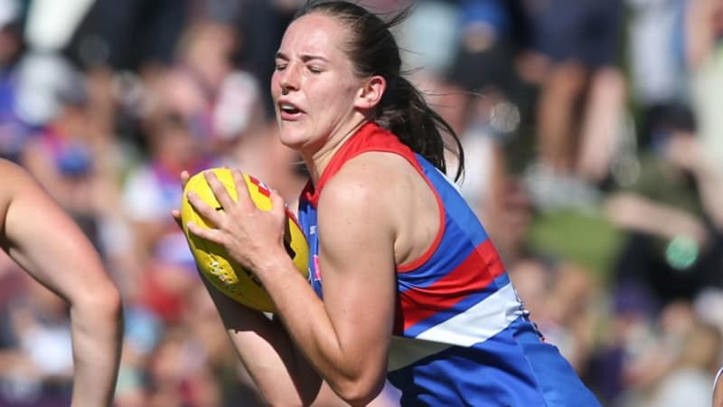 Isabel Huntington sent for scans after injuring knee again