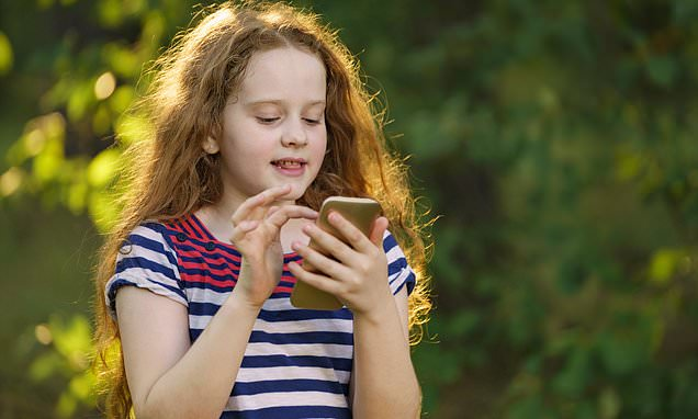 Half of middle class children at risk of becoming smart phone addicts