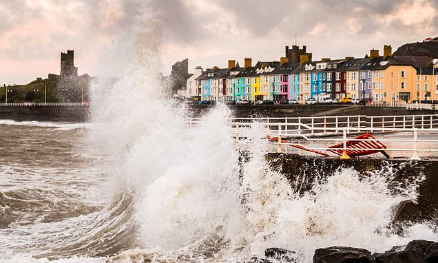 Britain will be drenched with rain before cloud descends on Xmas Eve