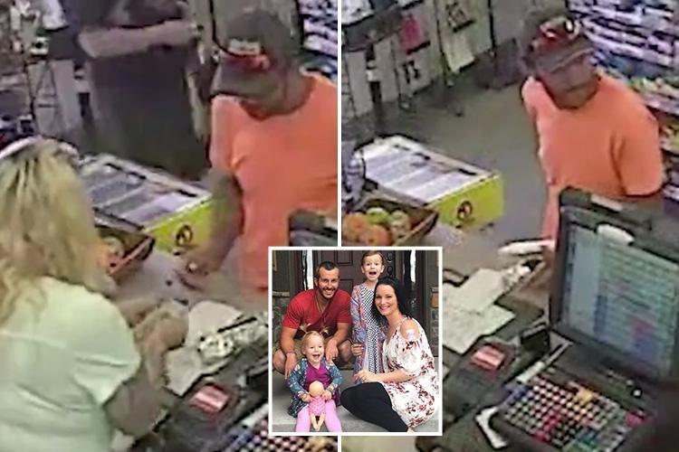 Chilling moment killer dad Chris Watts calmly buys breakfast roll after murdering pregnant wife and kids and dumping bodies