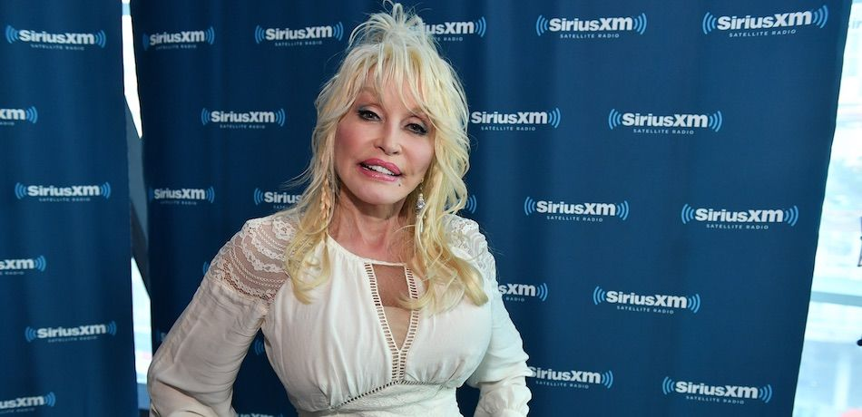 Dolly Parton Puts A Christmas Tree In Every Room