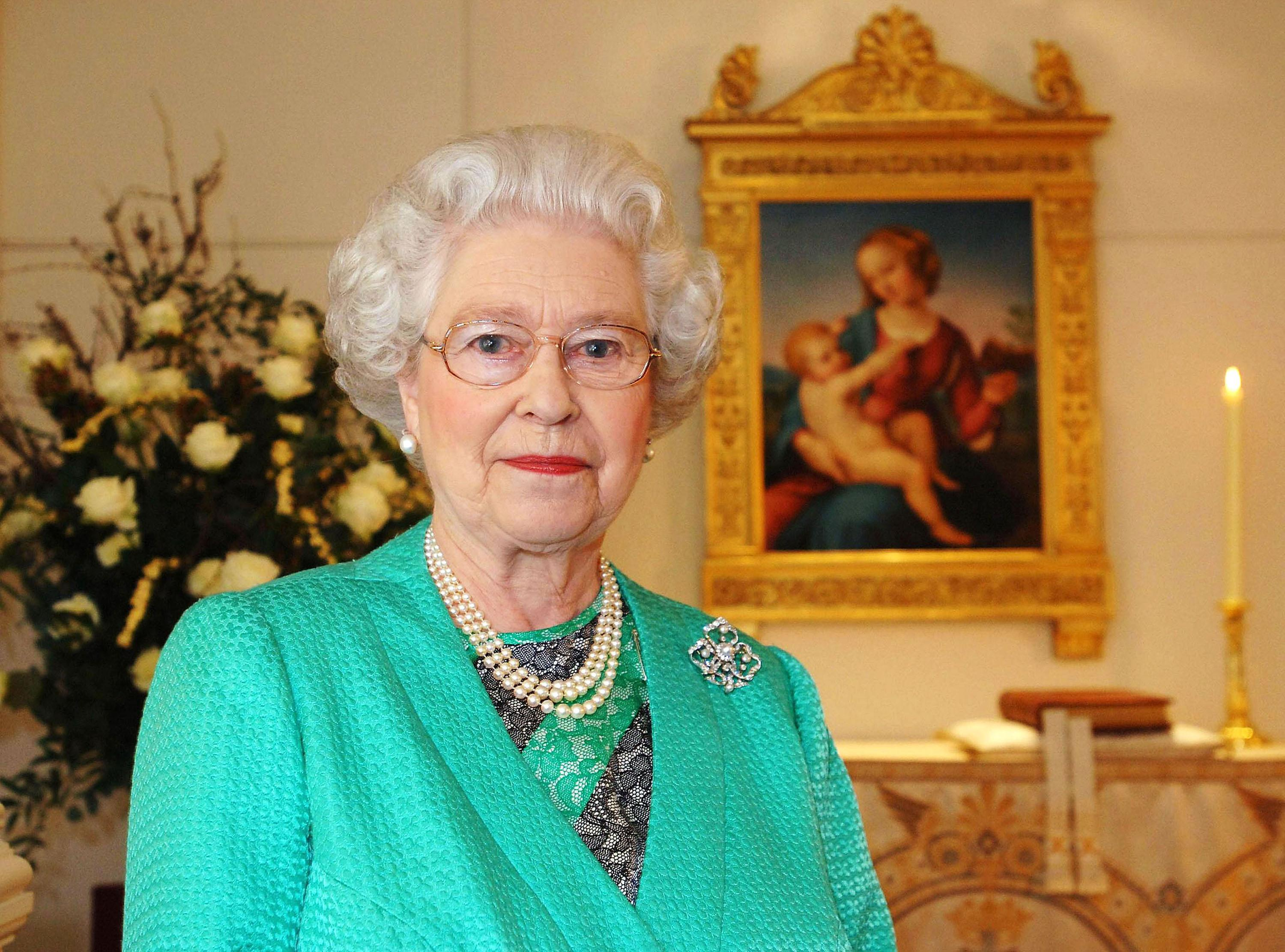 What time is the Queen's Speech on Christmas Day and what is Her Royal Highness' theme this year?