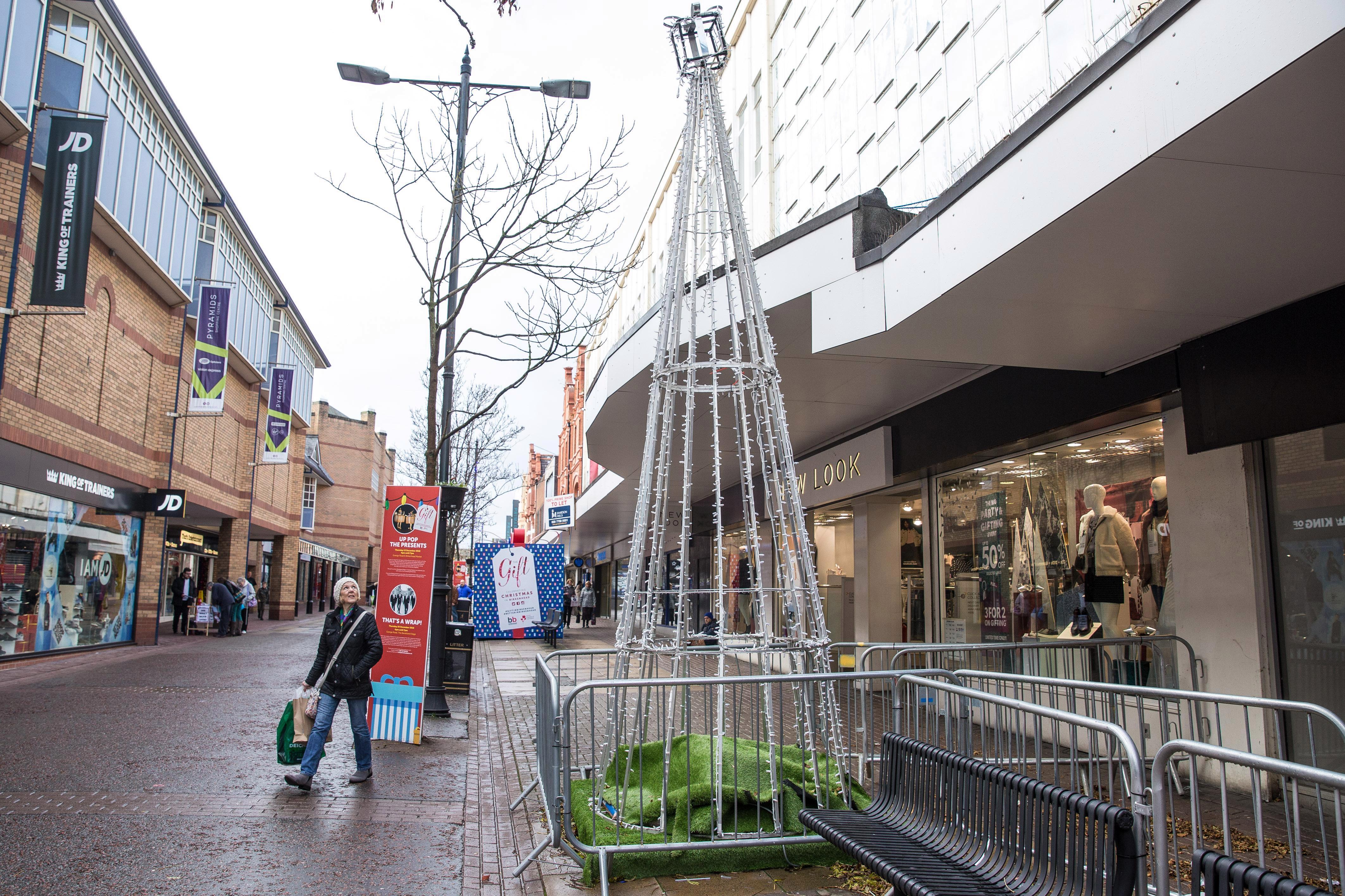 Shoppers mock town's 'appalling' Christmas tree saying it 'looks like scaffolding'