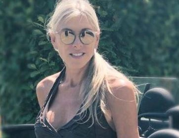 Olympic swimmer Sharron Davies 'targeted by Tinder imposter who knocked 11 years off her age'