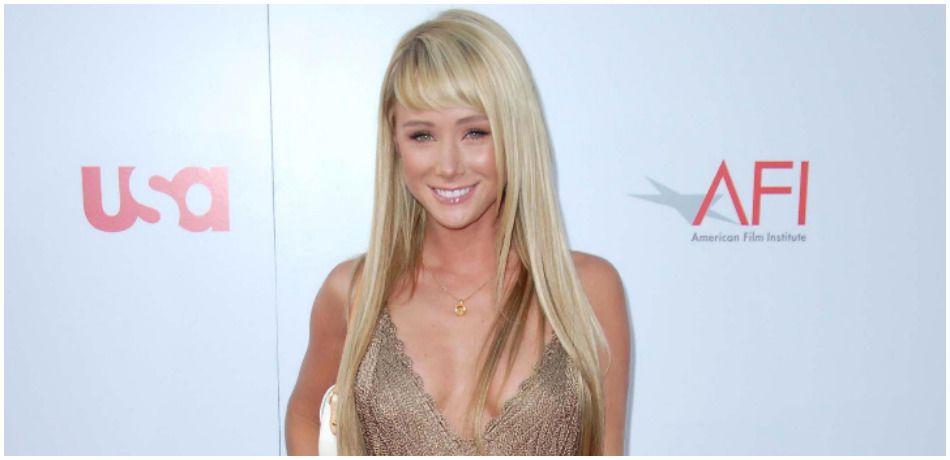 'Playboy' Playmate Sara Underwood Dons Teeny-Tiny Bikini While 'Somewhere Under The Rainbow'