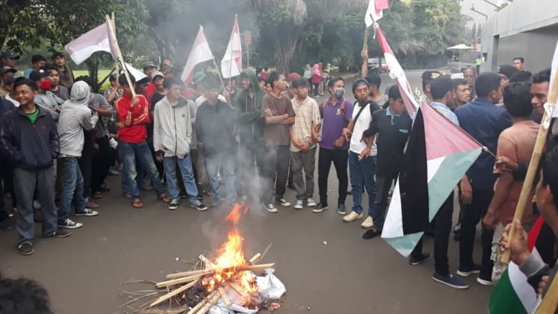 Australian embassy protesters in Jakarta linked to Jokowi campaign