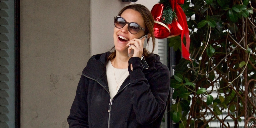 Jennifer Garner Is All Smiles on a Shopping Trip in Brentwood
