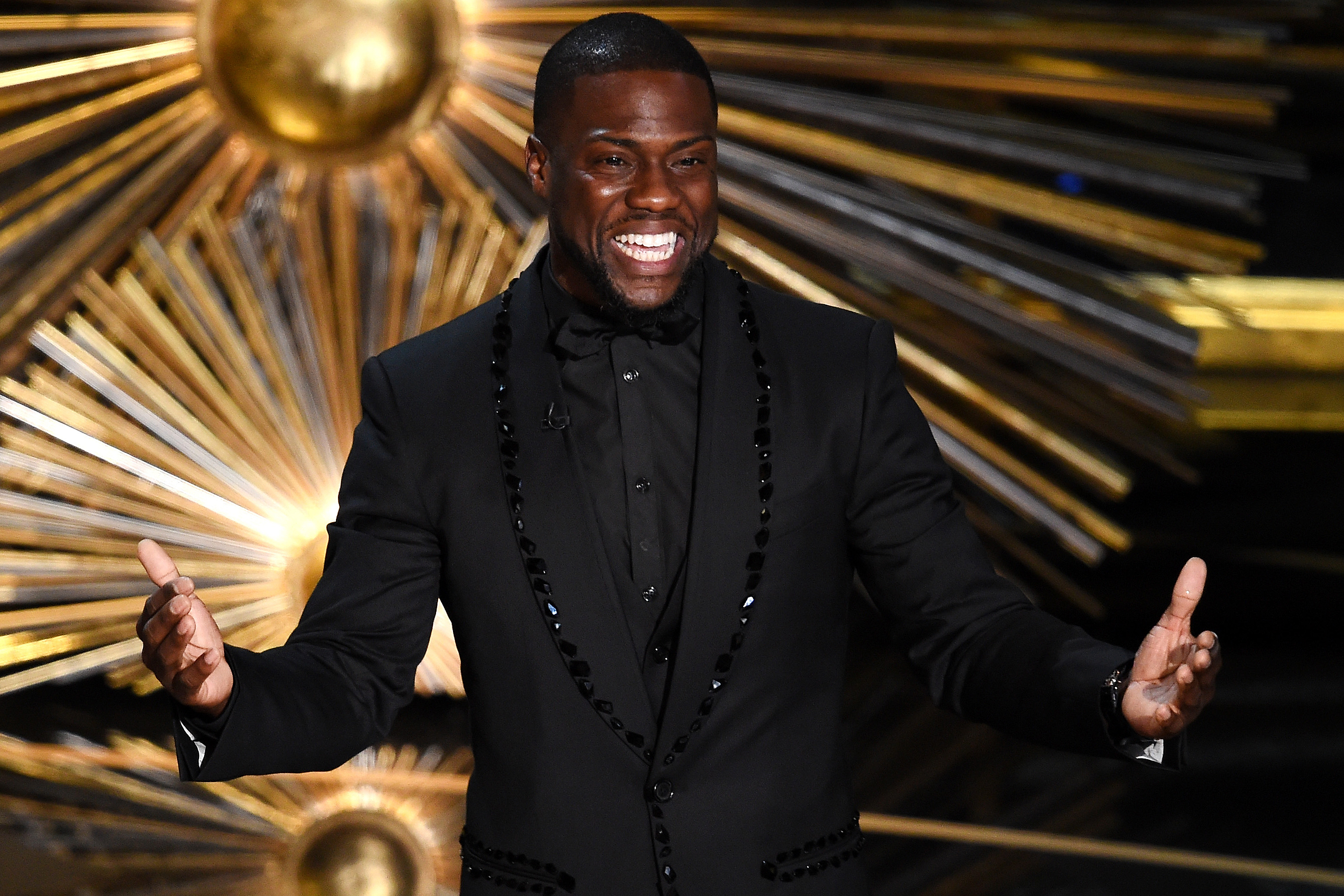 Kevin Hart Confirms He Is Hosting the 2019 Oscars: 'I Am Blown Away'