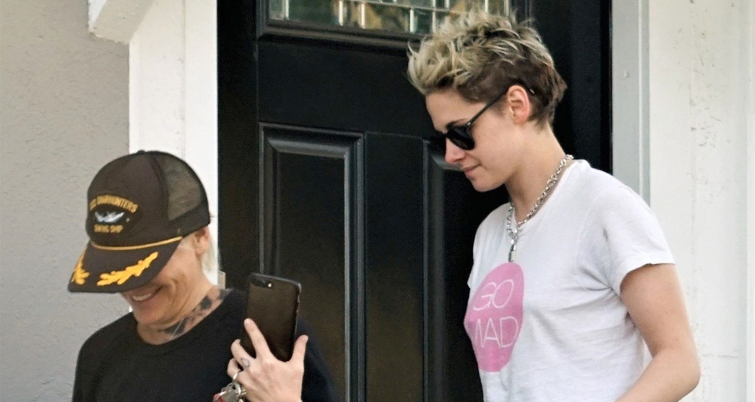 Kristen Stewart Meets Up With a Gal Pal For Lunch in LA!