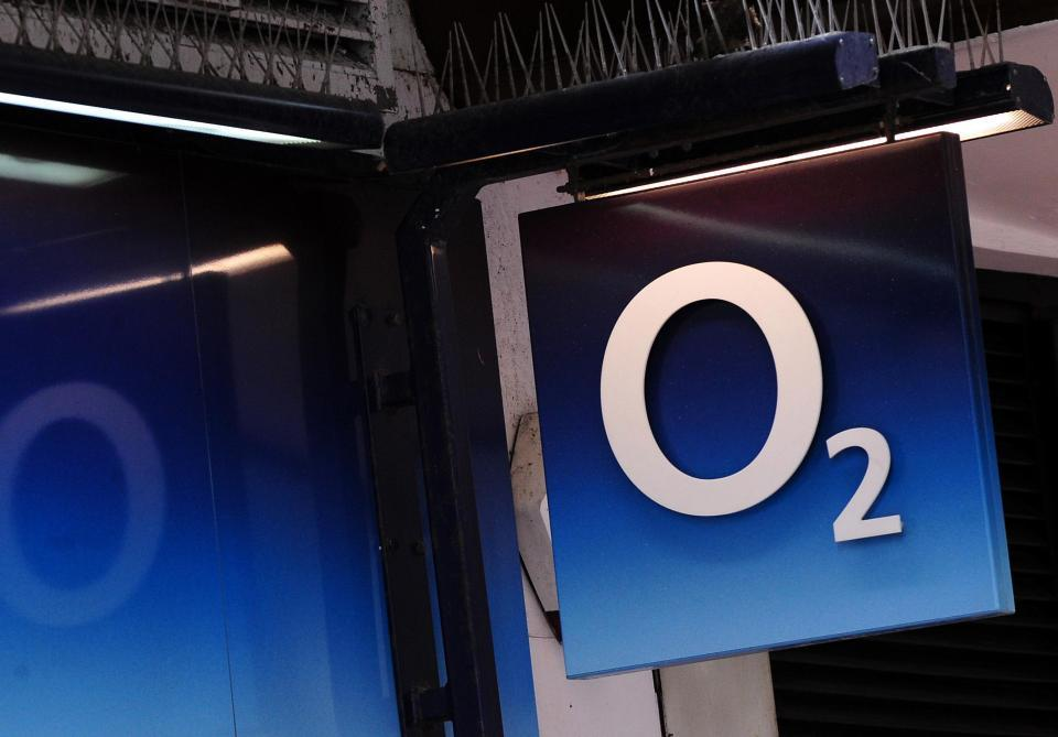 O2 says network is back up and running after 24 hour service black out but customers are still having issues
