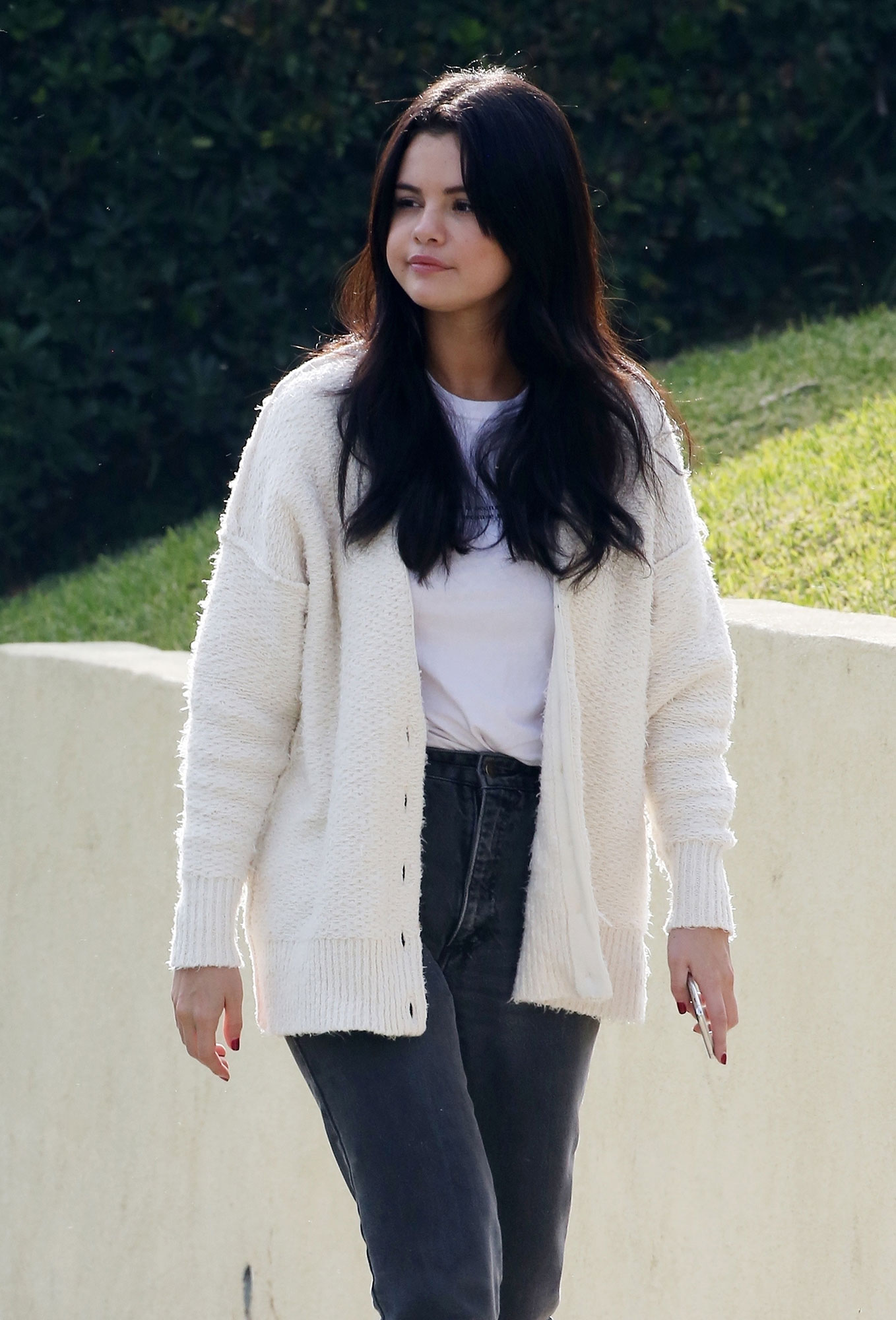 Selena Gomez Looks Healthy in L.A., Plus Nick & Priyanka, J.Lo & A.Rod and More
