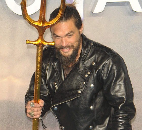 """Jason Momoa Ripped The Pages Out Of Amber Heard's Books On The Set Of """"Aquaman"""""""