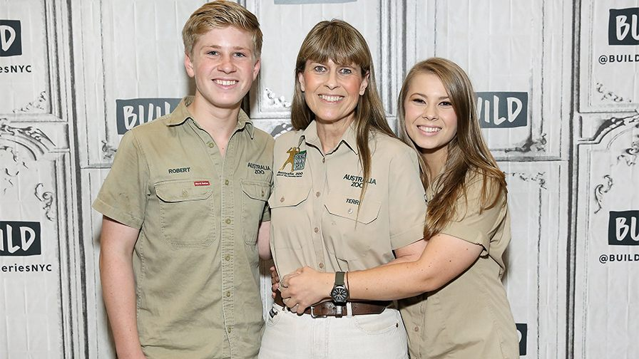 Crocodile Hunter's daughter Bindi Irwin describes heartbreak after dad's passing: 'It's like losing a part of your heart'