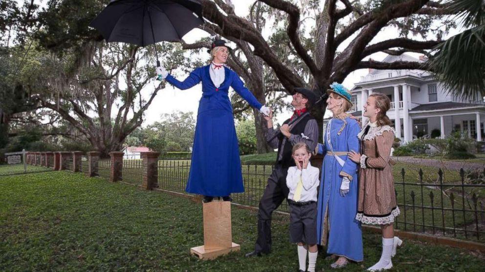 This family's Mary Poppins Christmas card is supercalifragilisticexpialidocious