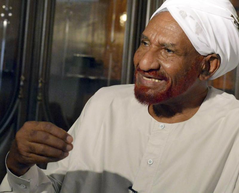 Opposition leader Sadiq al-Mahdi greeted by thousands upon return to Sudan