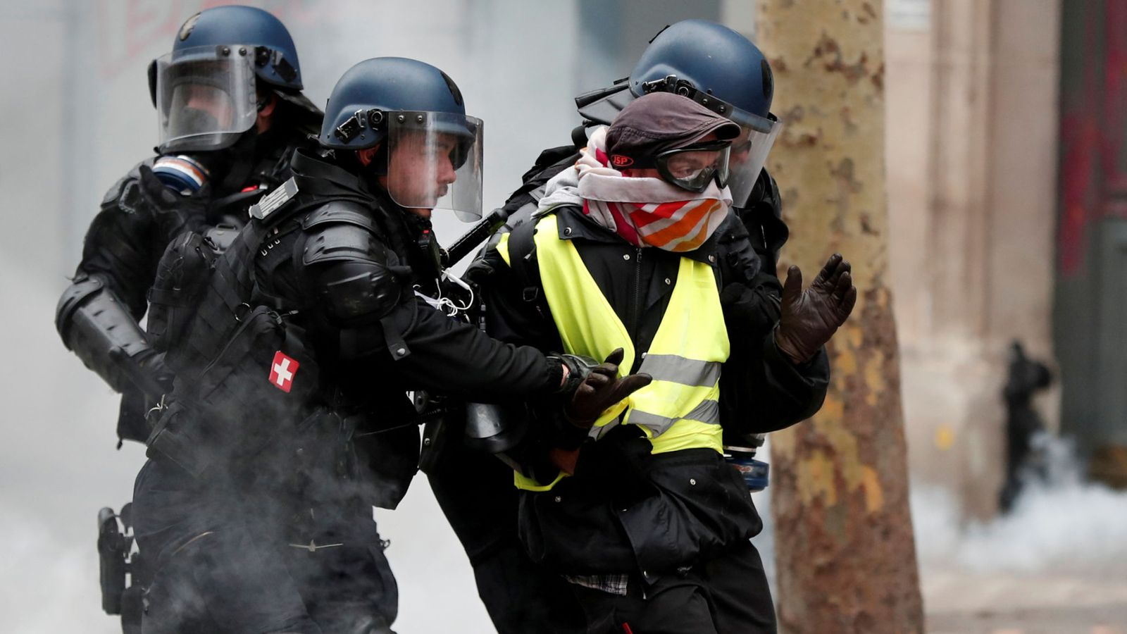 1,723 arrested in 'yellow vest' protests in France