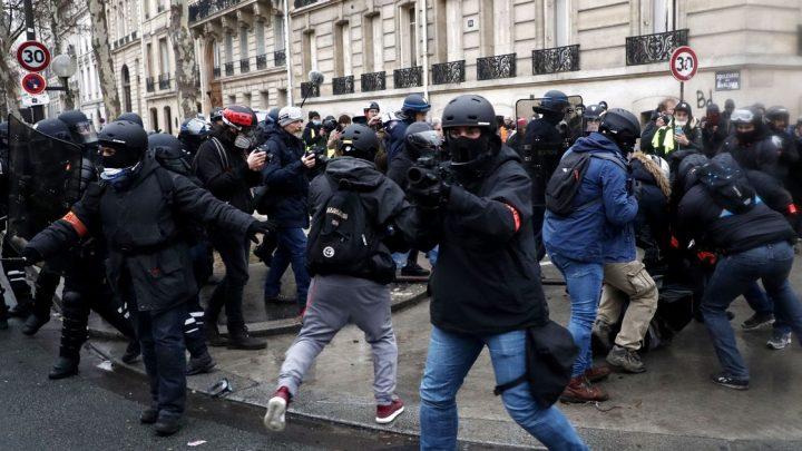Police deploy tear gas and water cannons in Paris protests