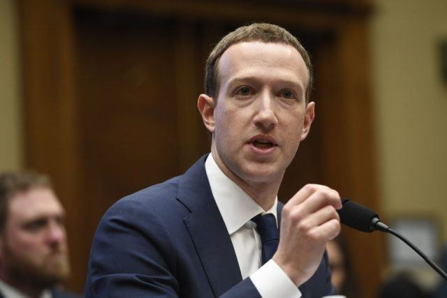 Does Facebook CEO Mark Zuckerberg Have Any Close Friends?