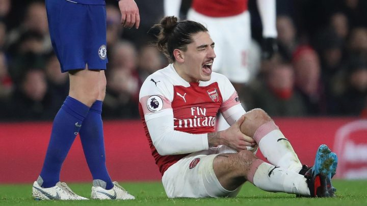 Bellerin's knee so badly swollen he can't even have a scan as Arsenal fear he could be out for season