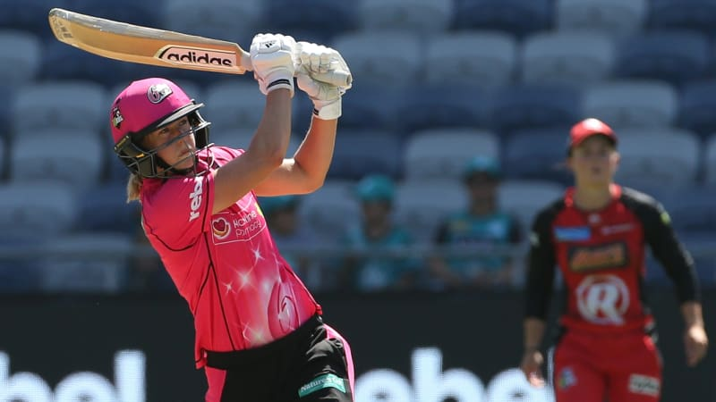 Perry makes history as first player to reach 2000 Big Bash runs