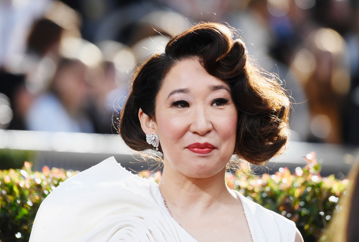 Sandra Oh Called Out Whitewashing At The Golden Globes & Emma Stone Actually Responded