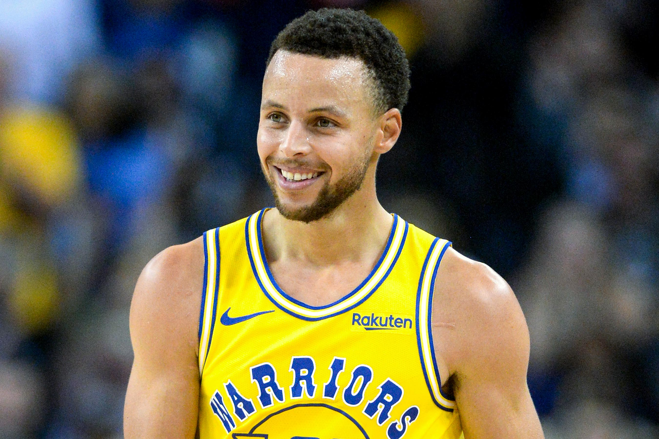 Stephen Curry Gifts Shoes to Hundreds of Oakland Kids as Warriors Prepare for San Francisco Move