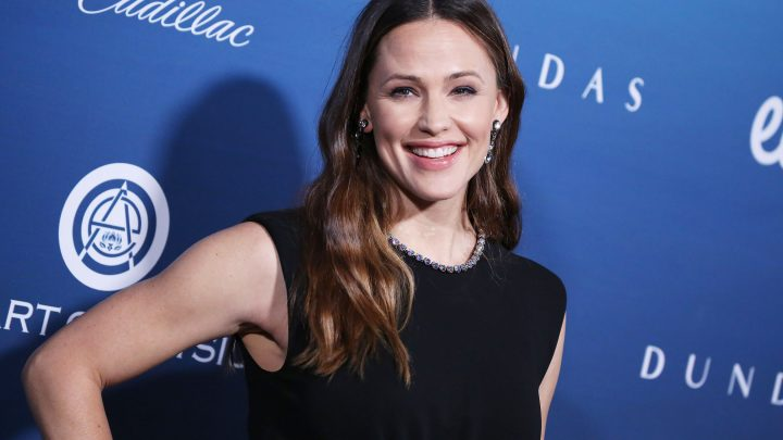 Jennifer Garner Pokes Fun at Herself in a Hilarious 10-Year Challenge Pics: 'Get It Together Gurl'