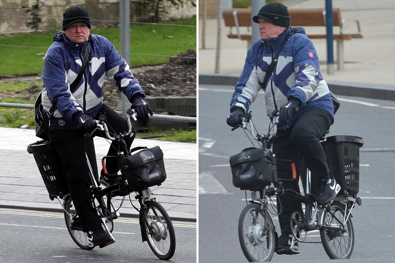 EastEnders hardman Steve McFadden cycles to Dick Whittington panto on a folding bike