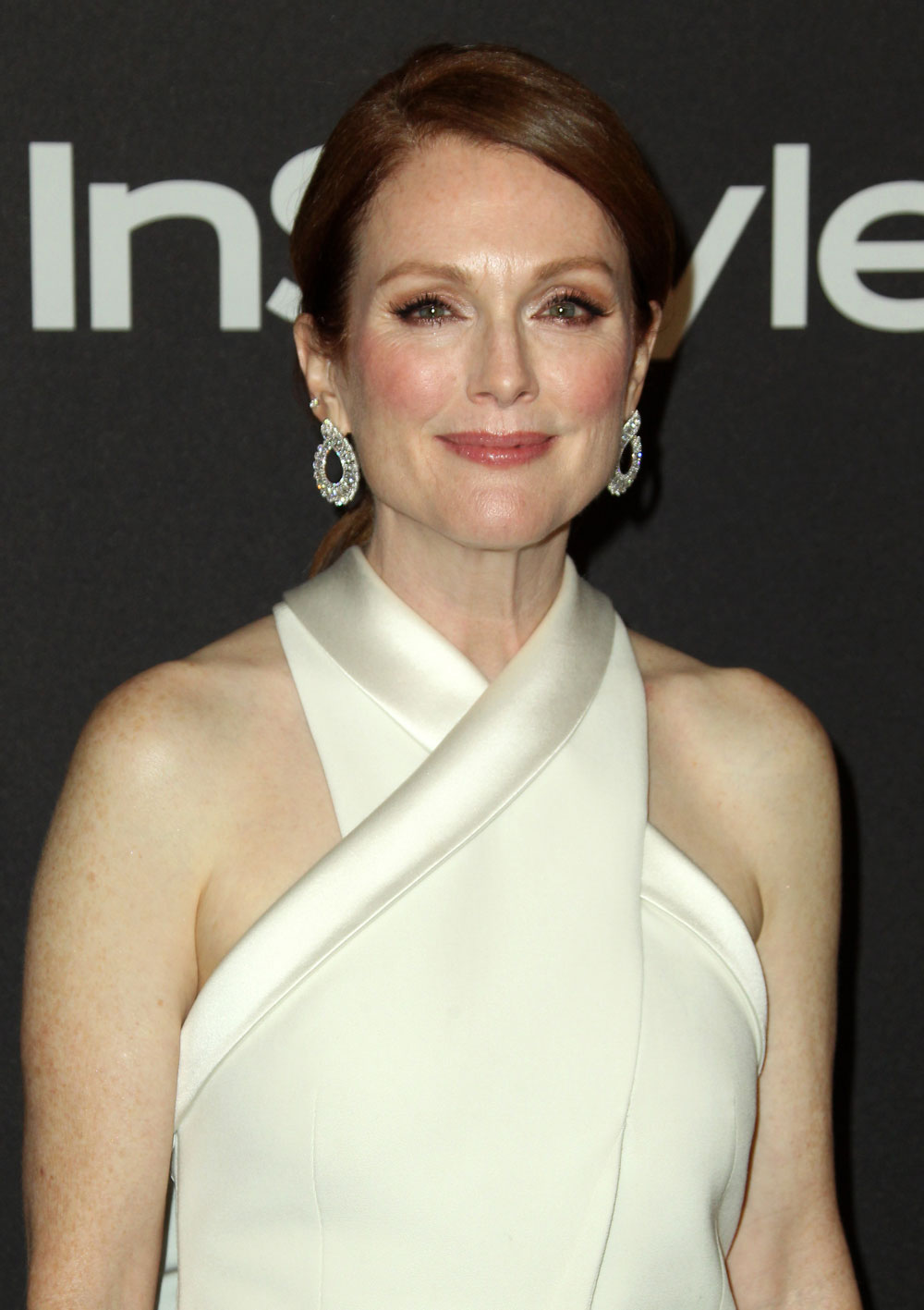 Julianne Moore in Givenchy at the Globes: scrolldown fug?