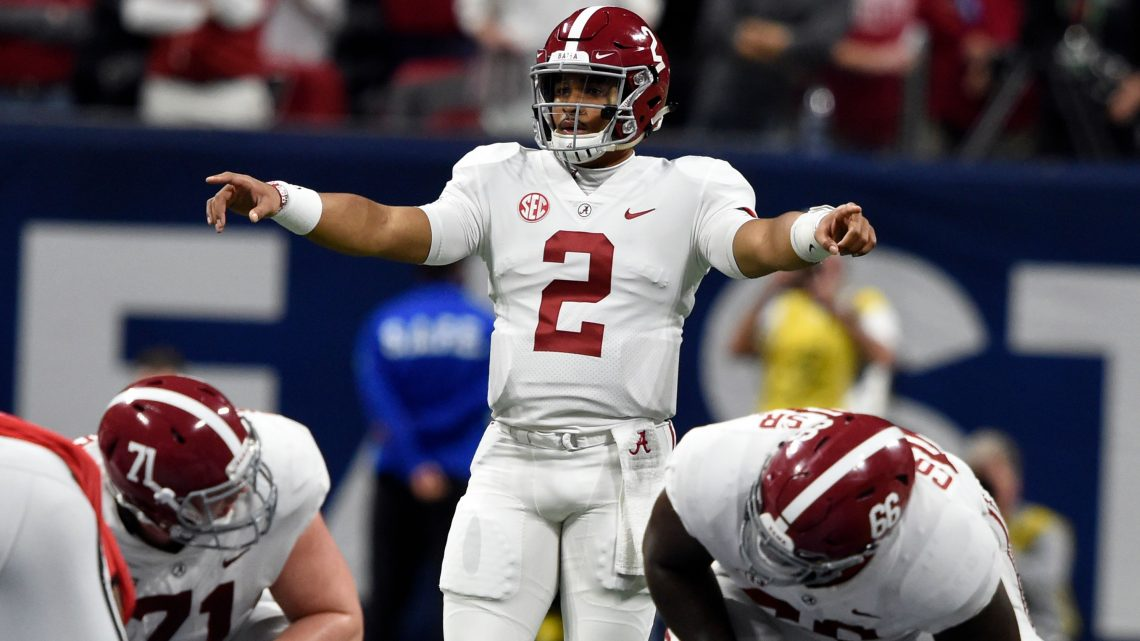 Jalen Hurts announces transfer to Oklahoma after three seasons at Alabama