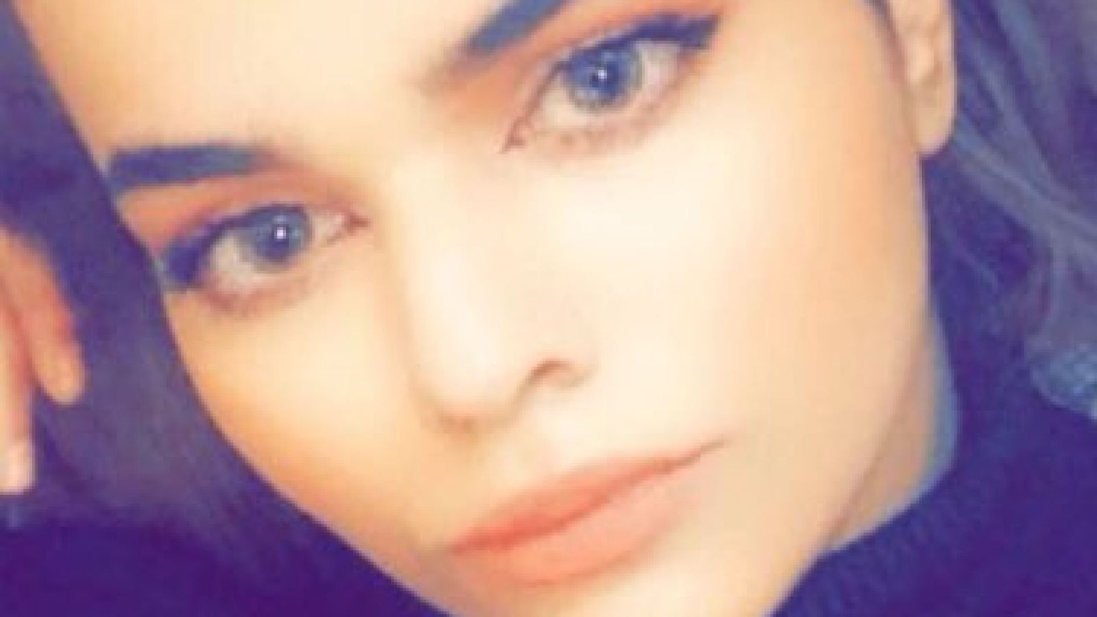 Saudi teen Rahaf Mohammed Alqunun who fled 'abusive' family is to fly to Canada