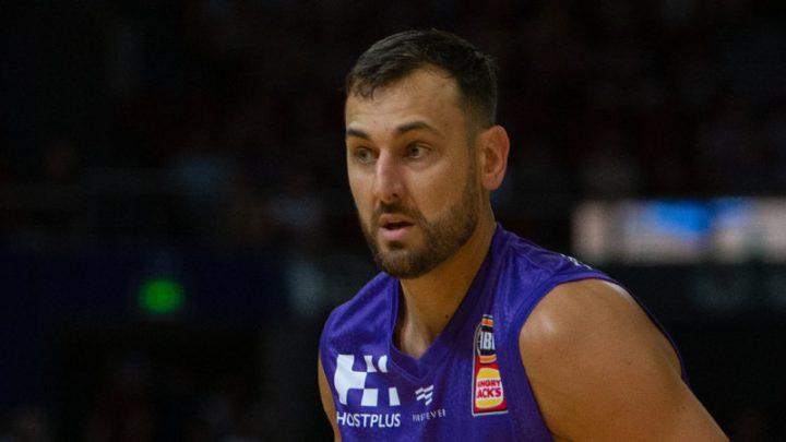 Bogut stars in Kings win on eve of MVP announcement