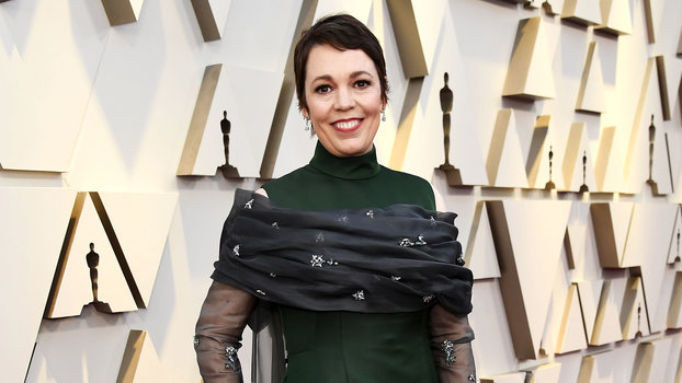 Olivia Colman's Giant Bow Deserves a Second Look