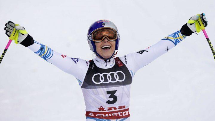 Lindsey Vonn wins bronze medal in the last race of her skiing career