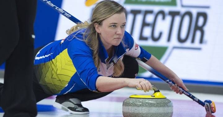 Chelsea Carey and Casey Scheidegger lead pool standings as 8 teams advance at Scotties