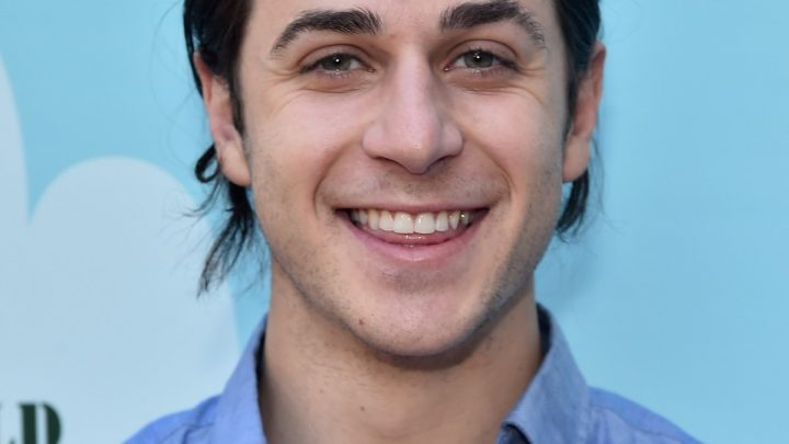 'Wizards Of Waverly Place' Star David Henrie Is A Dad Now & He Wrote The Sweetest Note About It