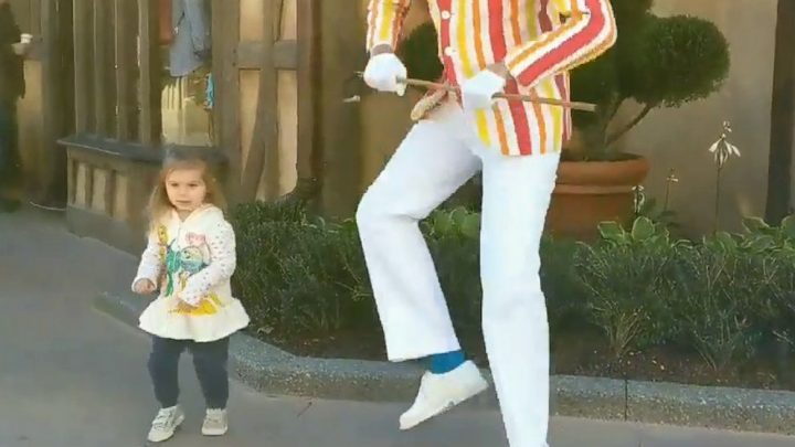 2-year-old wows crowd as she dances with 'Mary Poppins' character Bert at Disney World