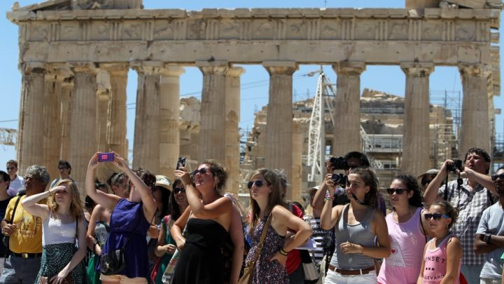 The Guardian gets online flak for 'Greek crisis holiday'