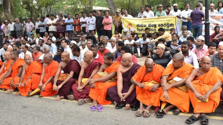 Sri Lanka Buddhist monks denounce anti-Muslim riots