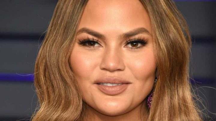 You Might Pee Yourself When You Hear Chrissy Teigen's Reply To An Online Troll About Her Cheeks