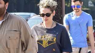 Kristen Stewart Appears to Wear Rob Pattinson's Old Shirt & Robsten Fans Freak