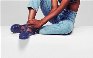 These Jelly Shoes Are The EXACT Sandals Your Mom Bought You In The '90s