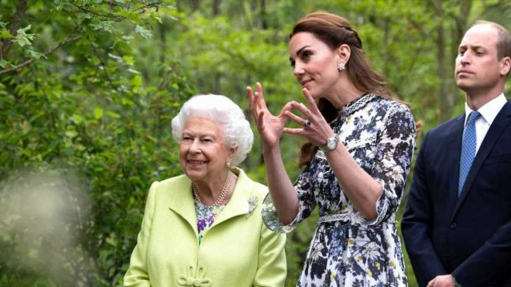 The Queen and Kate Middleton Bonded at the Chelsea Flower Show