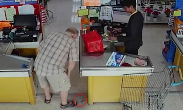 Sneaky 'tourist' steals shopper's cash when she drops it at a checkout